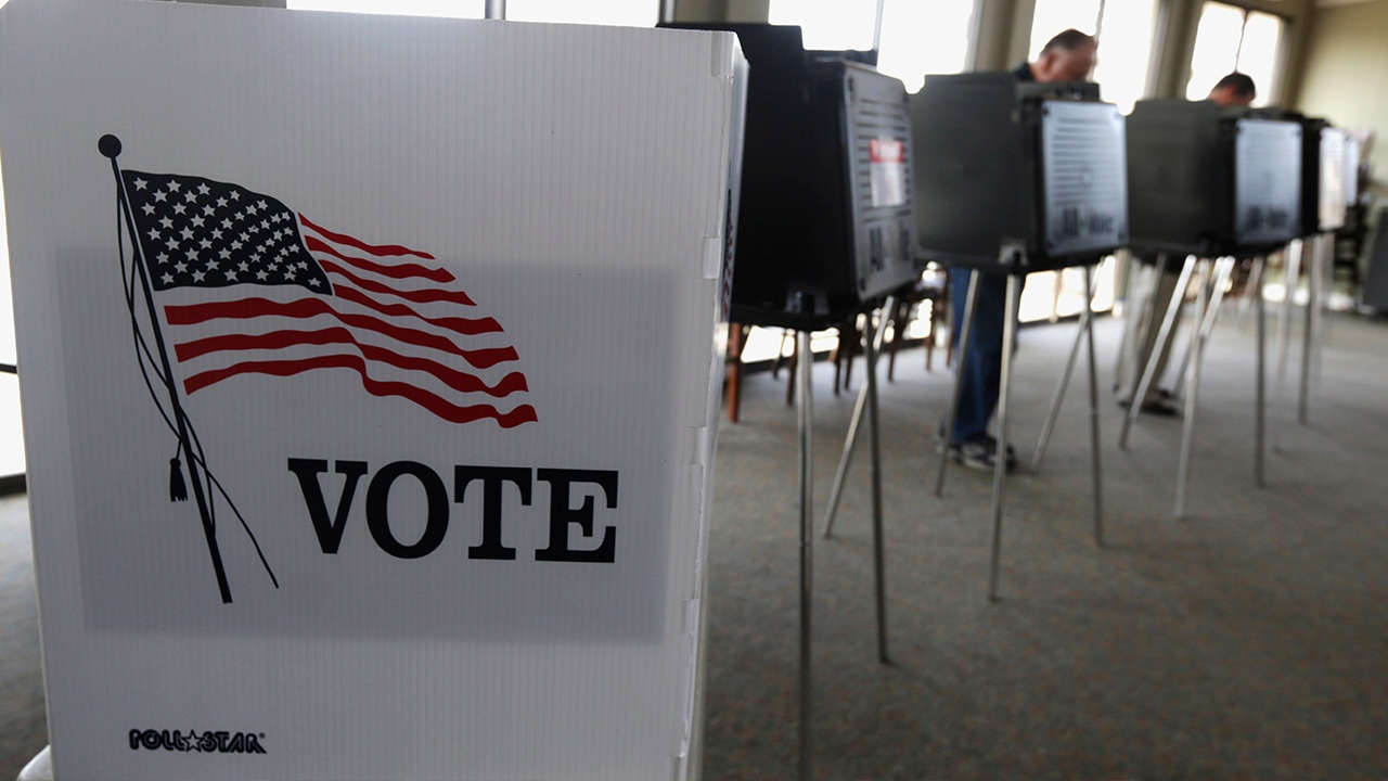 Photo of voters casting their ballots in Hinsdale, Ill.