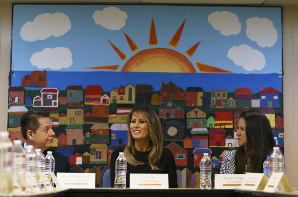 Photo of Melania Trump at a Phoenix shelter for detained immigrant childrenl