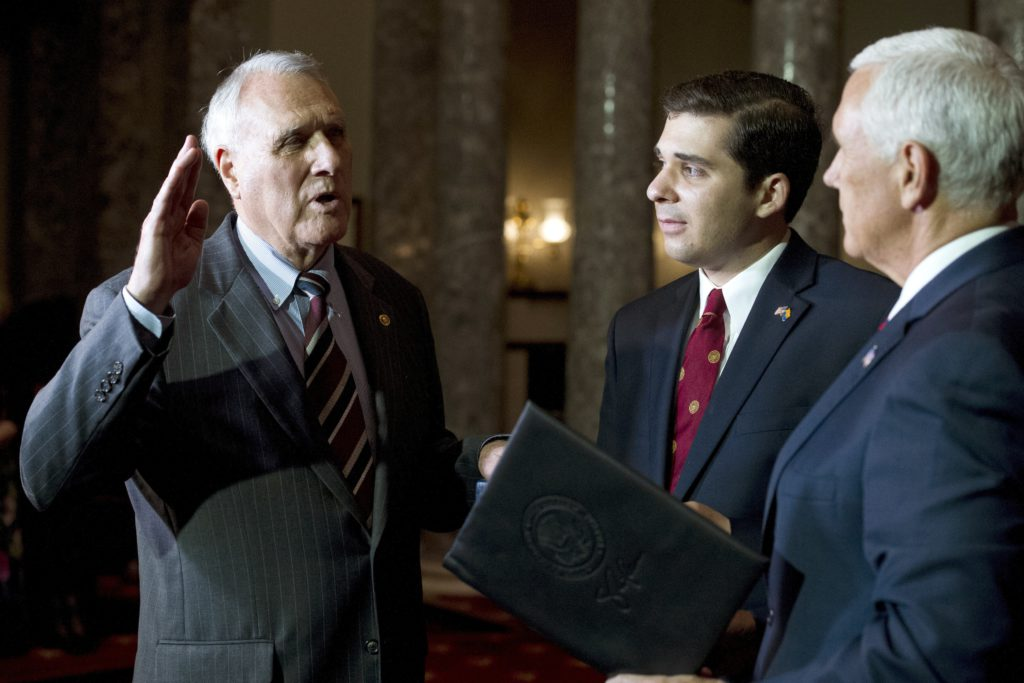 Photo of Jon Kyl being sworn in
