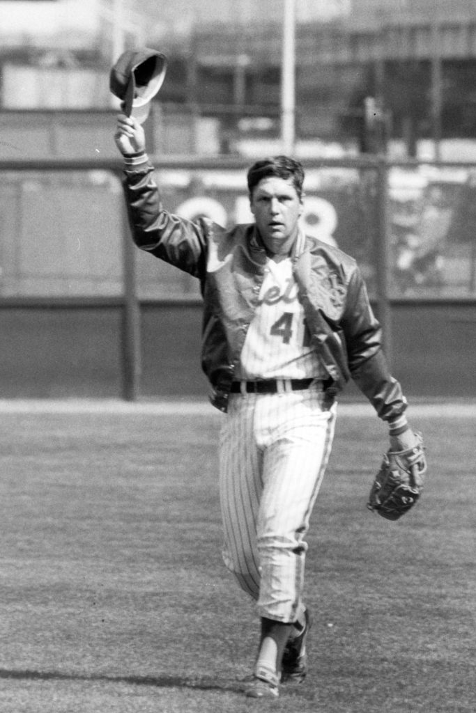 Photo of Tom Seaver waving to fans