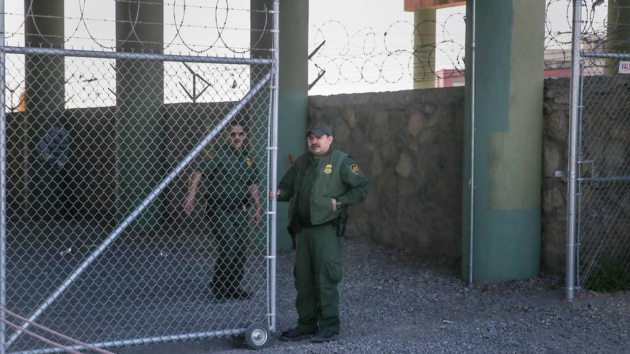 Photo of border patrol agents