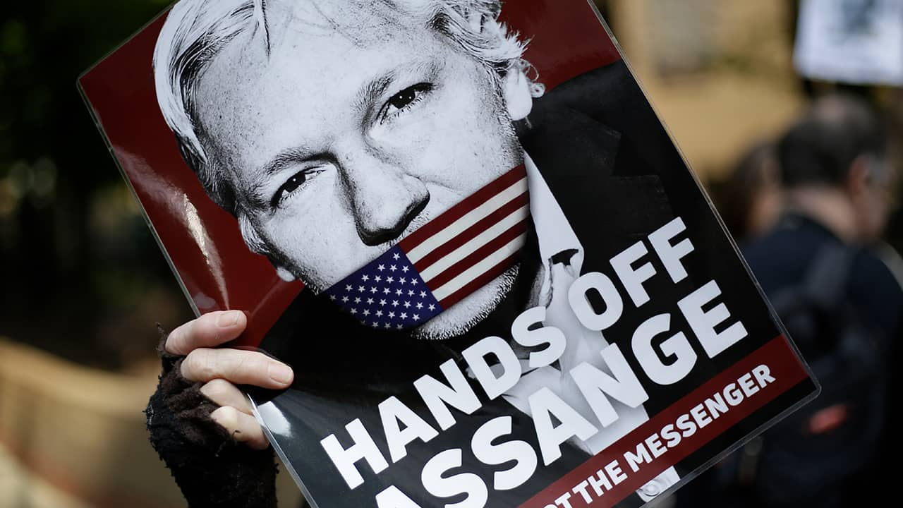Photo of a Julian Assange protester sign