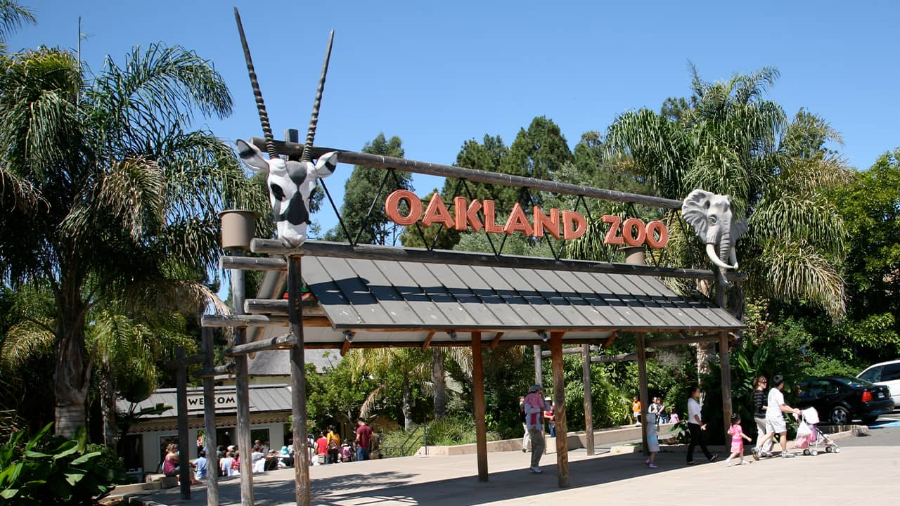 Photo of the front entrance to the Oakland Zoo