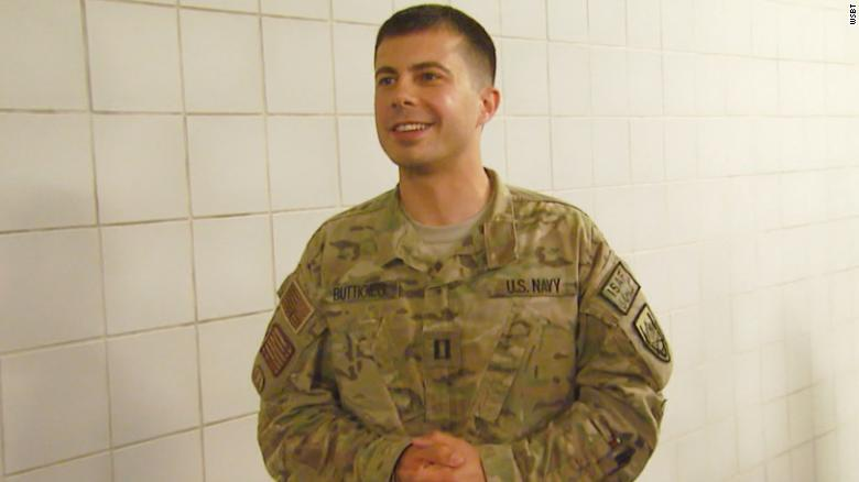 Photo of Democratic presidential candidate Pete Buttigieg in US Navy fatiguesvaNa