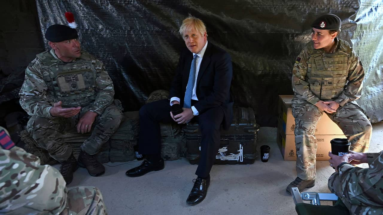 Photo of Boris Johnson meeting with military personnel
