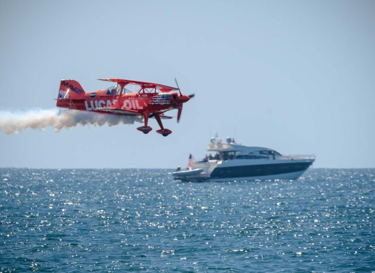 """Mike Wiscus flies his S1-11B """"Super-Stinker"""" over Huntington Beach during the Great Pacific Airshow."""
