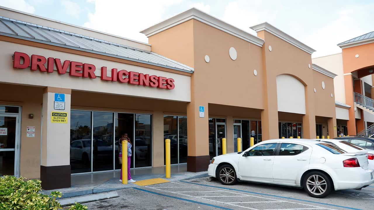 Photo of Florida Highway Safety and Motor Vehicles drivers license center
