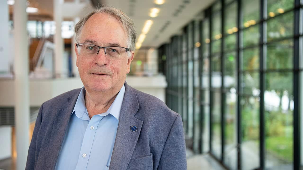 Photo of Stanley Whittingham, Nobel Prize of Chemistry winner