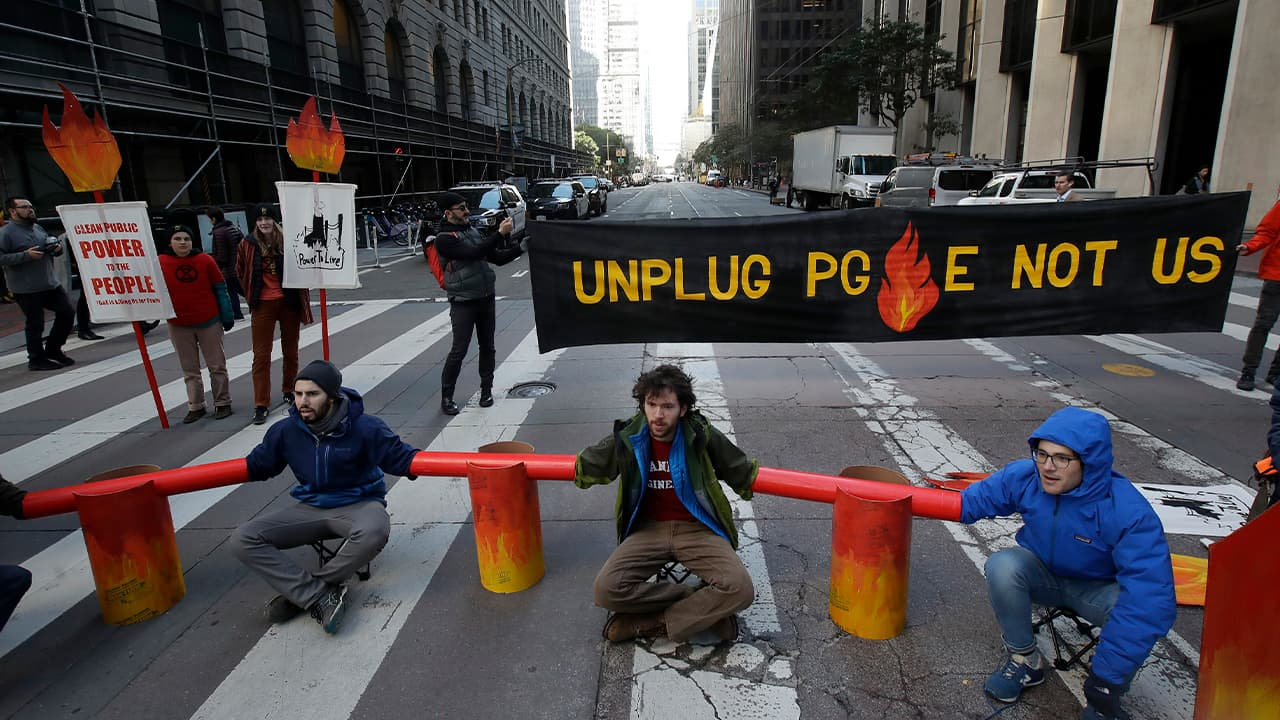Photo of protesters blocking traffic in San Francisco