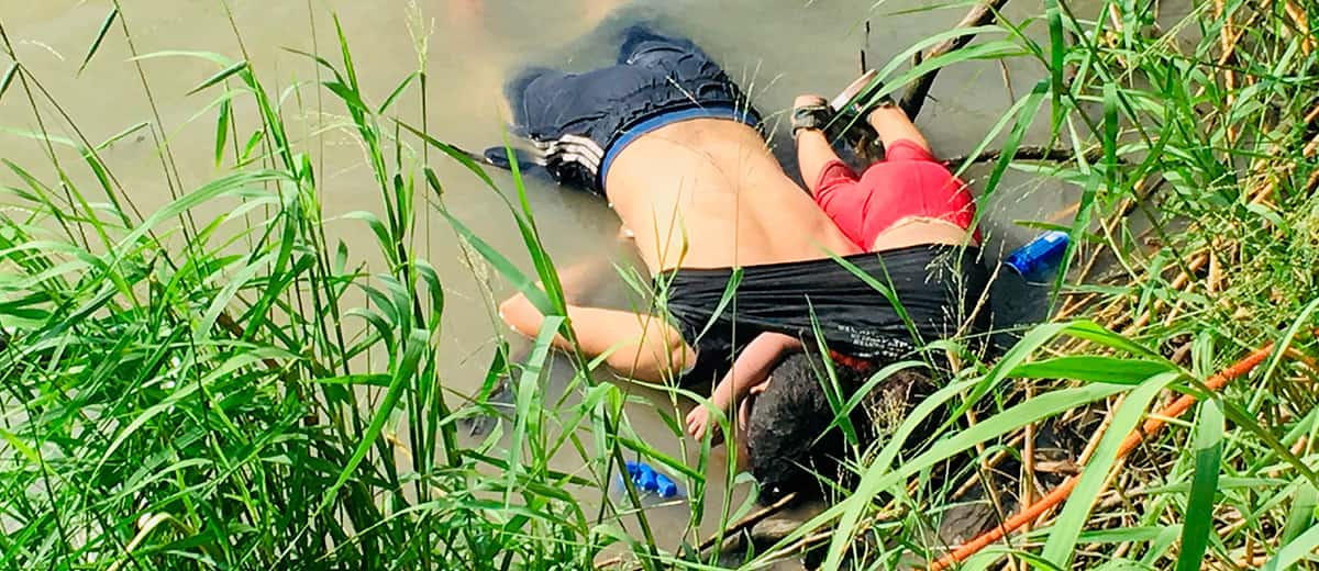 Photo of the bodies of Salvadoran migrant Oscar Alberto Martínez Ramírez and his nearly 2-year-old daughter Valeria