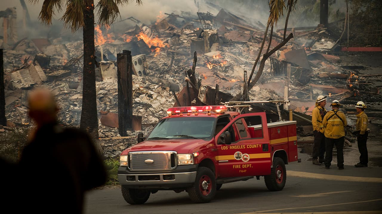 Photo of an apartment complex burning in Ventura, CA