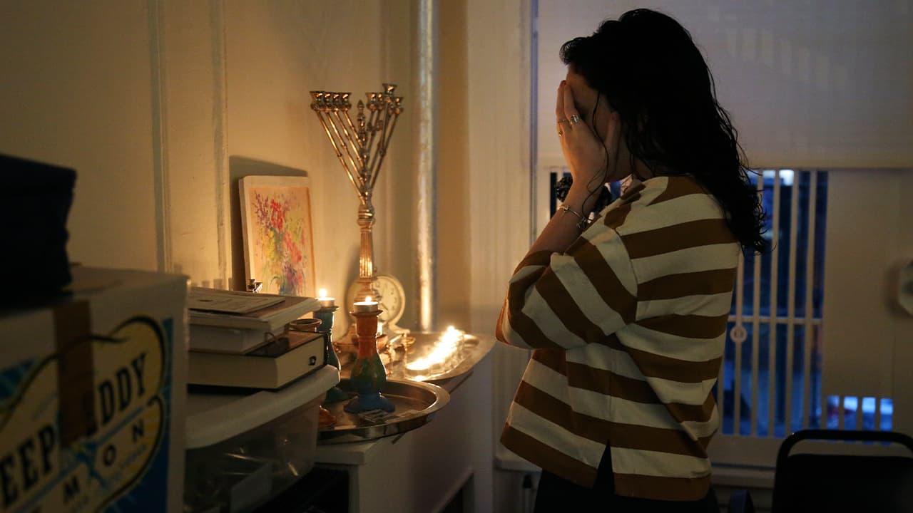 Photo of Chana Blum, 14, reciting a blessing