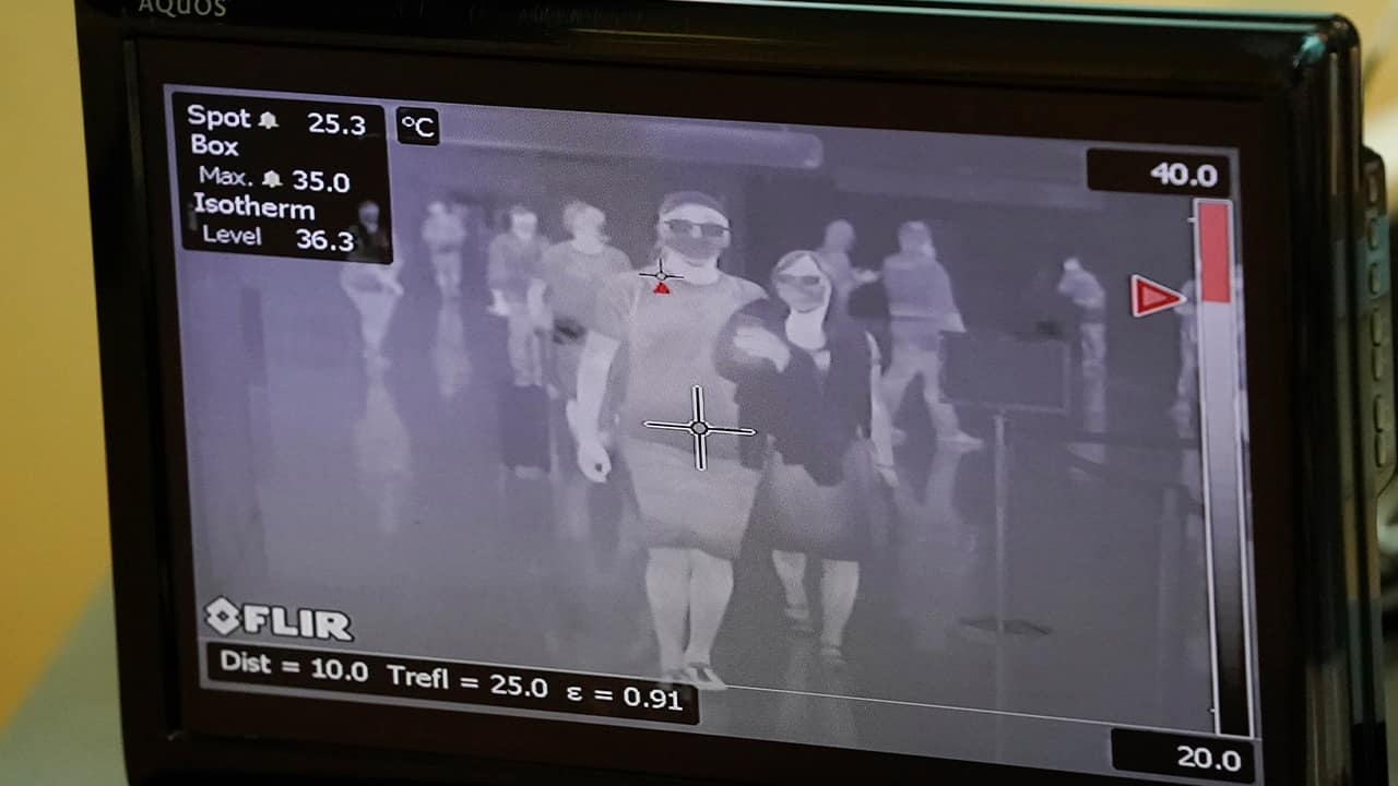 Photo of a thermography screen scanning passengers passing through quarantine