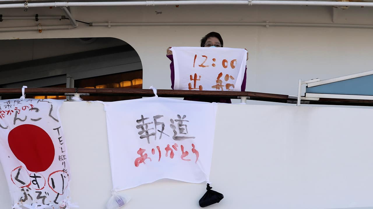 Photo of a woman holding a piece of cloth on the cruise ship quarantined in Japan