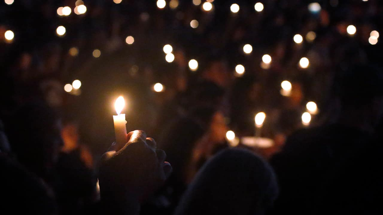 Photo of a candlelight vigil held for the victims of the Parkland shooting in 2018