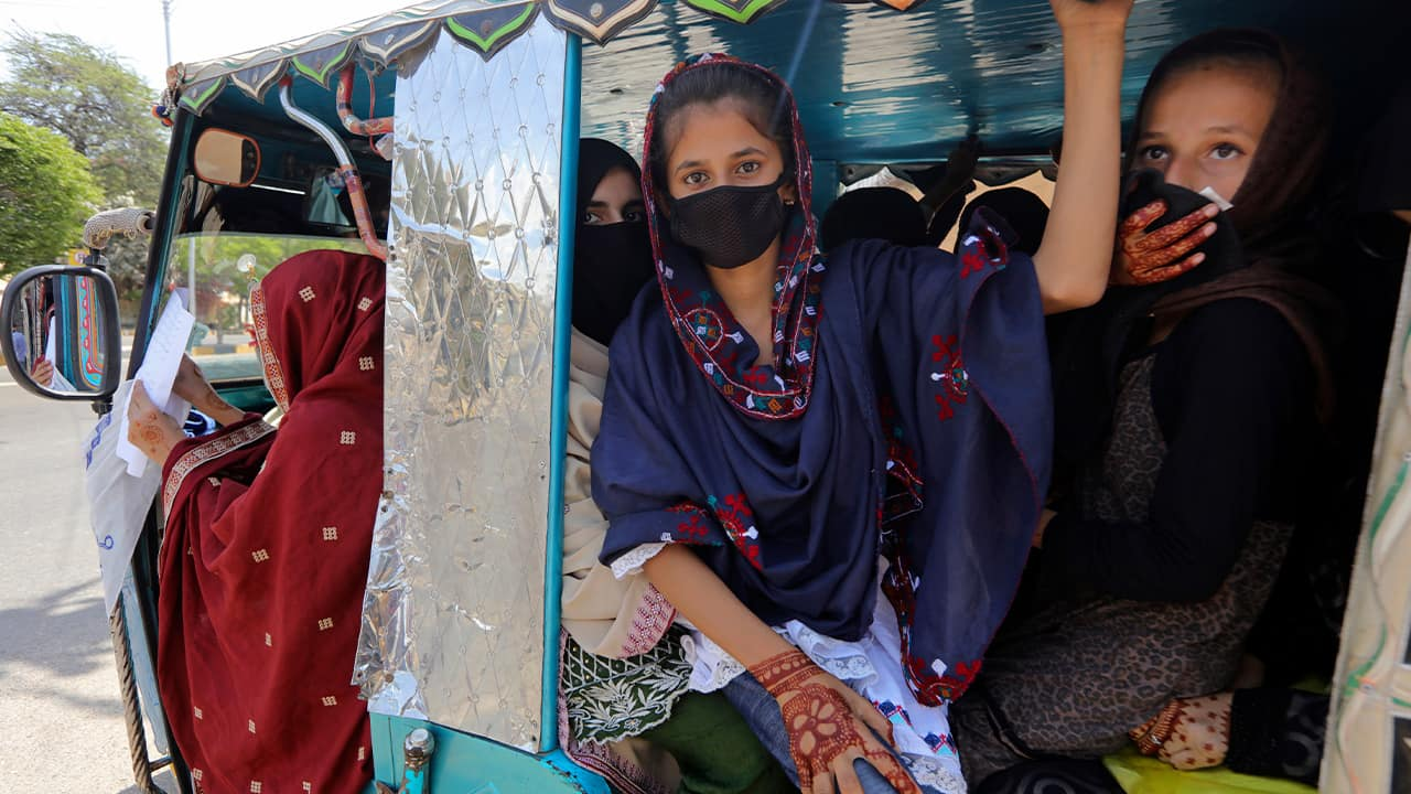 Photo of people wearing face masks in Pakistan