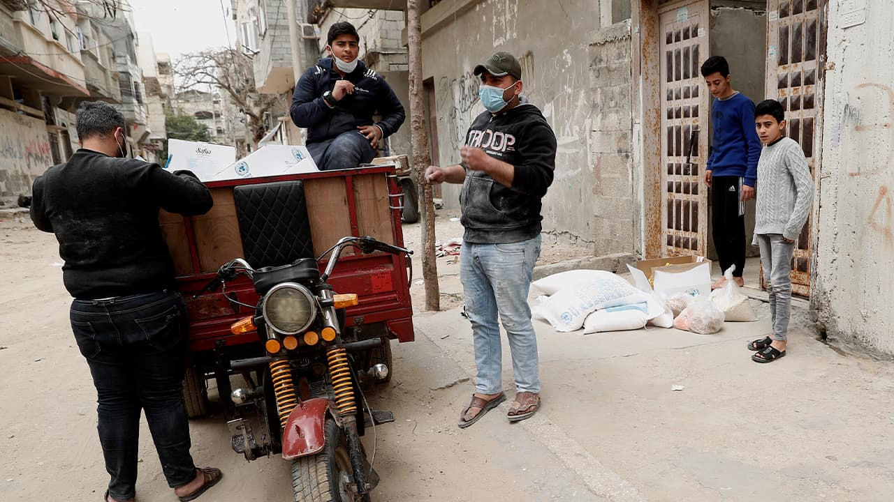 Photo of Palestinian workers delivering food