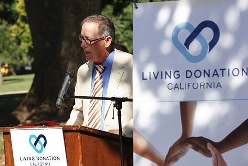 Picture of the late Tom Berryhill speaking at an organ donor event